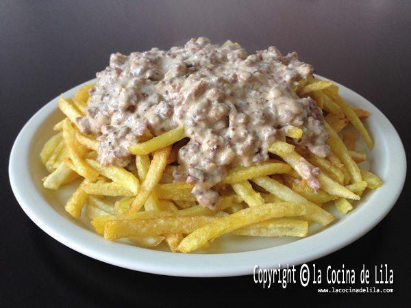 Patatas con salsa de carne picada