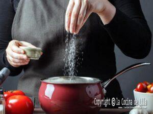 Cómo quitar el exceso de sal de la comida