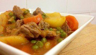 Carne guisada con patatas y verduras