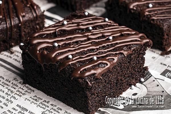 bizcocho humedo de chocolate en la cocina de Lila