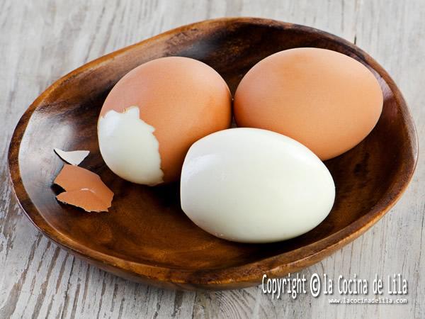 Cómo evitar que se rompan los huevos al cocerlos