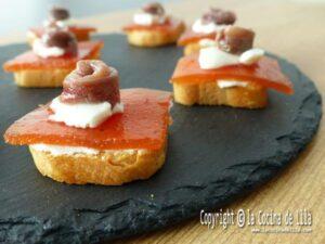 Canapés de anchoas con dulce de membrillo